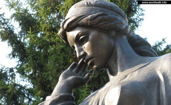 монумент Маруся Чурай в Полтаві