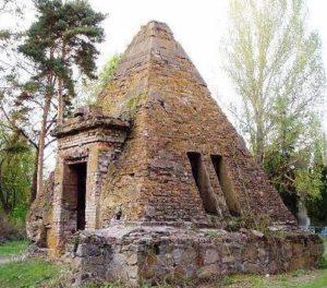 Пирамида в Березовой Рудке (Полтавская область)