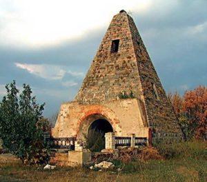 Пирамида в Комендатовке (Полтавская область)